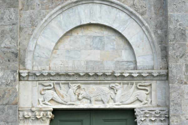 architrave-del-portale-destro-pieve-santi-ippolito-e-cassiano-san-casciano-a-settimo-30DF4610E-E910-C69B-DAED-6C06B352C9E8.jpg